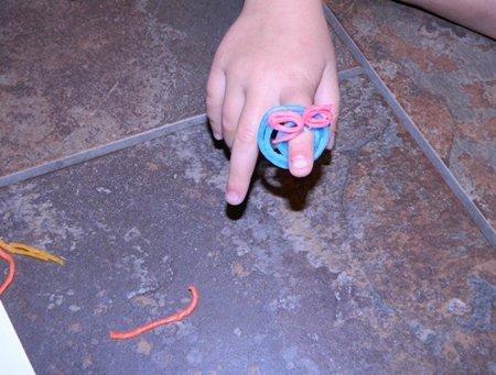 A fun craft for kids, make a ring with Wikki Stix!