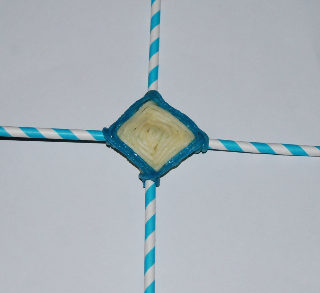 Wikki Stix Patriotic Ojo de Dios (God's Eye) Craft for Kids!