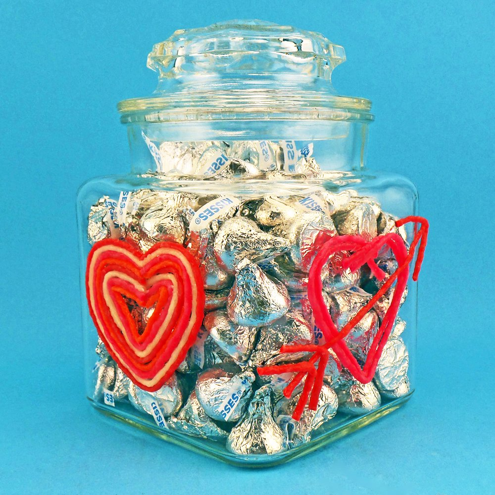 Decorate a glass jar for Valentine's giving!